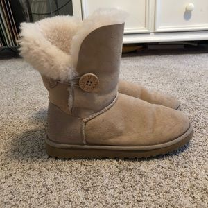 Bailey button short uggs